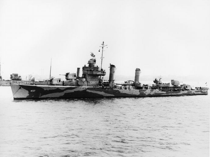 USS_Emmons_(DD-457)_at_anchor_c1942