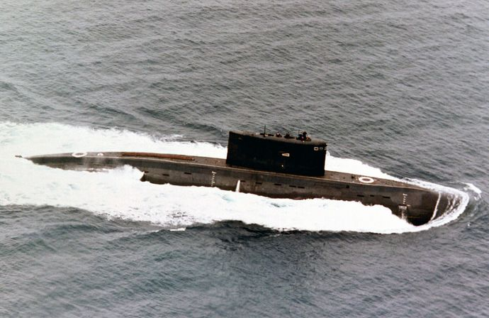 1024px-Submarine_Kilo_class
