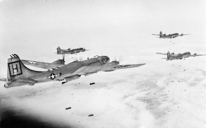 B-29s_98th_BGM_attacking_target_in_Korea_1951