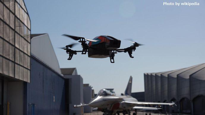 Parrot_AR.Drone_2.0_&_Dassault_Rafale