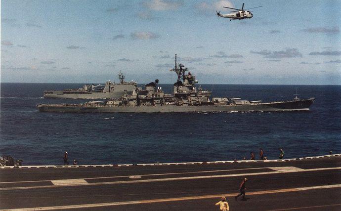USS_Wisconsin_(BB-64)_at_sea_c1990