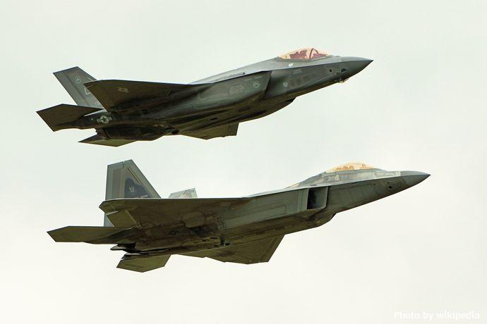 F22_Raptor_&_F35_Lightning_II_-_RIAT_2016_(28258491202)