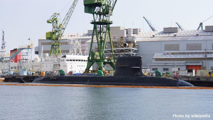 JS_Kokuryu(SS-506)_at_KHI_Kobe_Shipyard_20150214