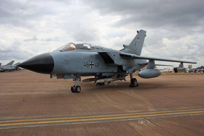 Panavia_Tornado_GR4_08_(4828043237)