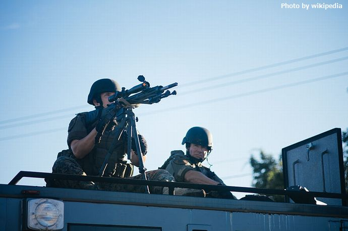 800px-Police_sharpshooter_at_Ferguson_protests