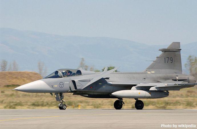 Swedish_JAS-39_Gripen_landing