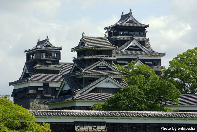 Small_tenshu_&_Uto_turret_&_Large_tenshu_in_Kumamoto-Csl