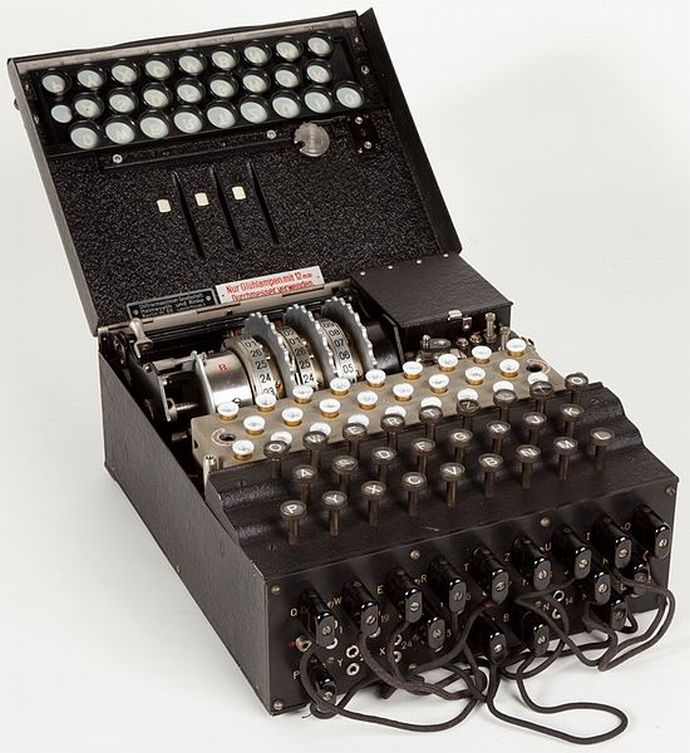 Enigma_(crittografia)_-_Museo_scienza_e_tecnologia_Milano