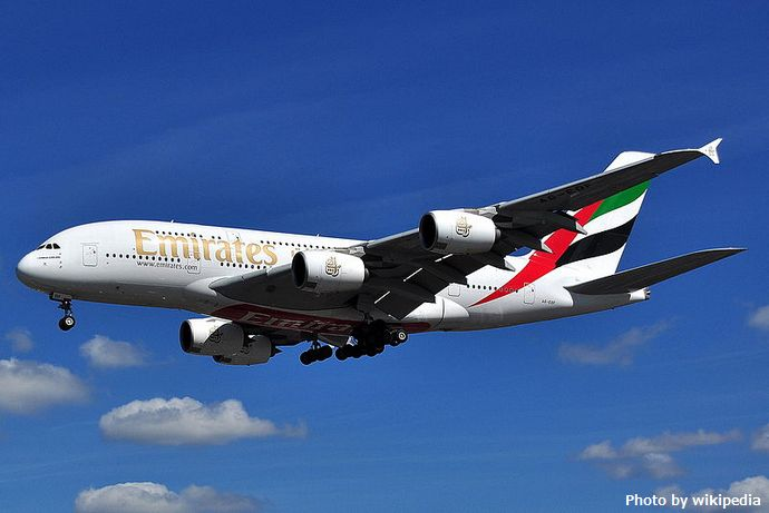 800px-Airbus_A380-800_-_Emirates_(A6-EDF)