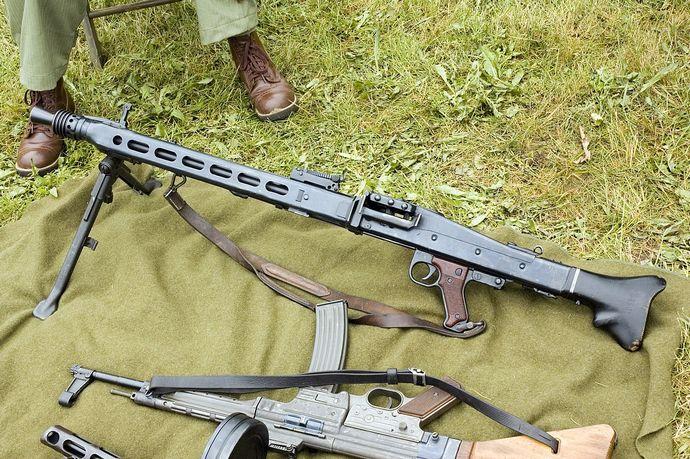 1280px-MG42-1