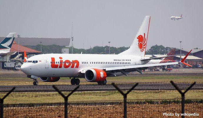 1200px-Lion_Air_Boeing_737-MAX8;_@CGK_2018_(31333957778)