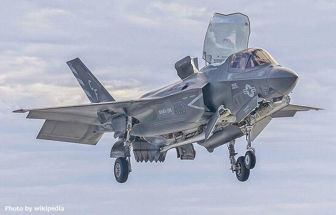 800px-USS_America's_Test_F-35_Flight_Operations