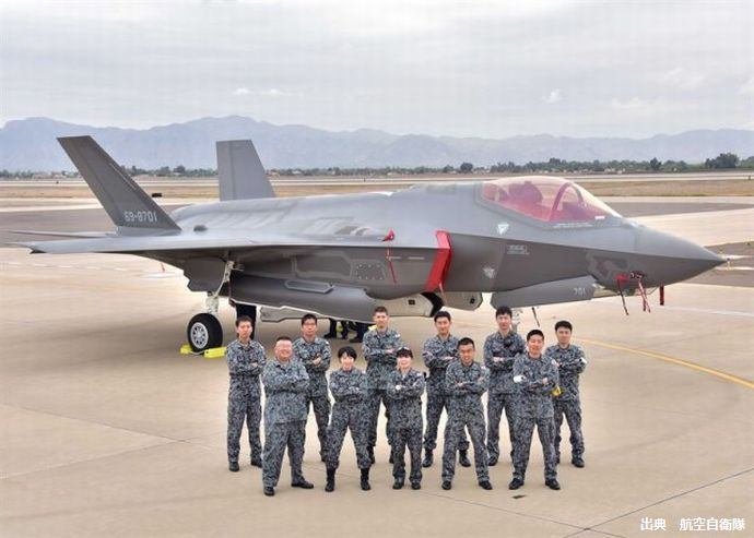 Japan_took_delivery_of_its_first_F_35A_fighter_jet_640_001