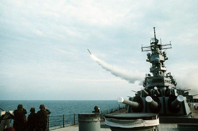 1280px-USS_Wisconsin_(BB-64)_launching_Tomahawk