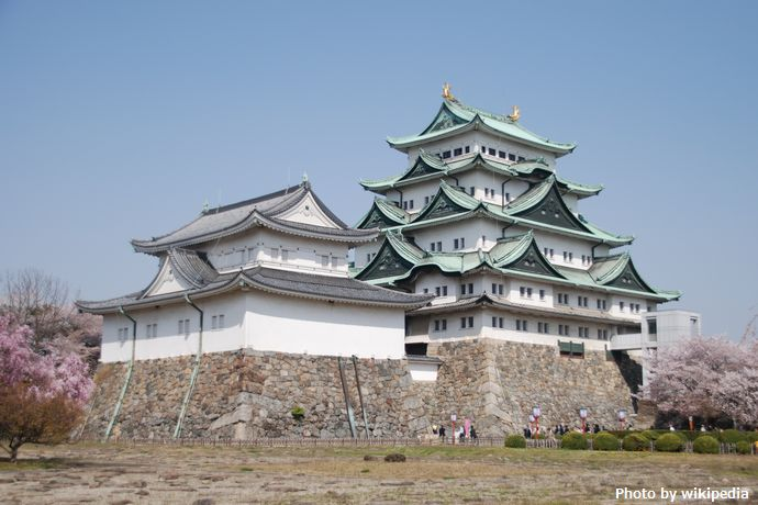 Nagoya_Castle_Tower_in_Spring