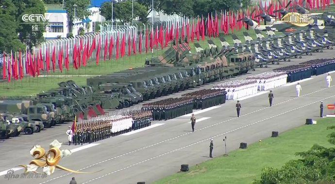 香港返還20周年式典、習主席が閲兵式で「中国の一部」強調…軍基地に装甲車やヘリコプターなどの装備が整列!