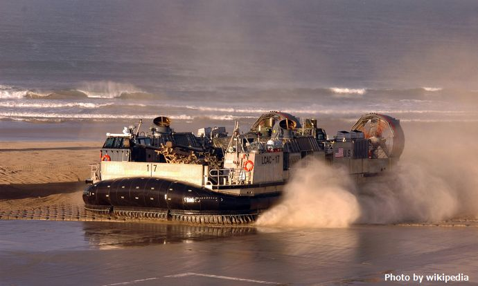 LCAC_of_ACU-5_at_Camp_Pendleton