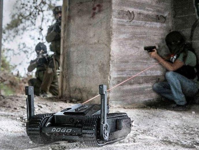 635980483004817839-armedrobot