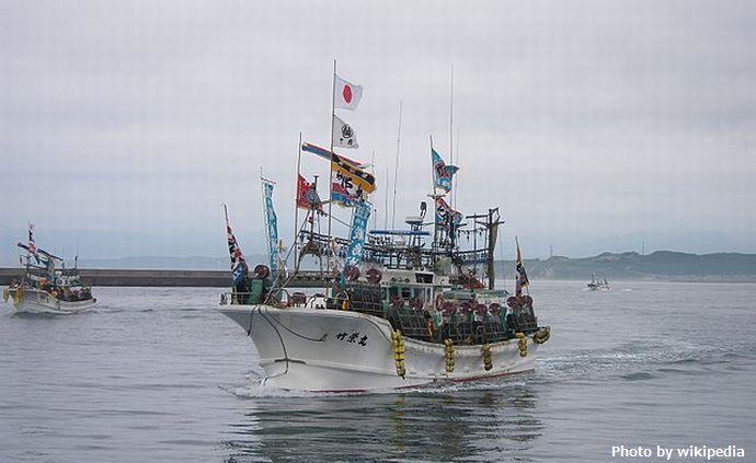 640px-01神輿海上渡御に使われる漁船