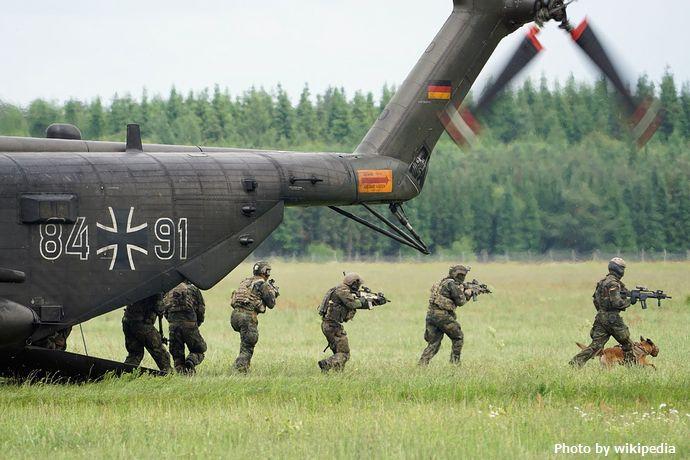 ドイツ特殊部隊隊員が「秘密軍」を組織、軍にネオナチの影…武器を集めて政治家殺害を計画!