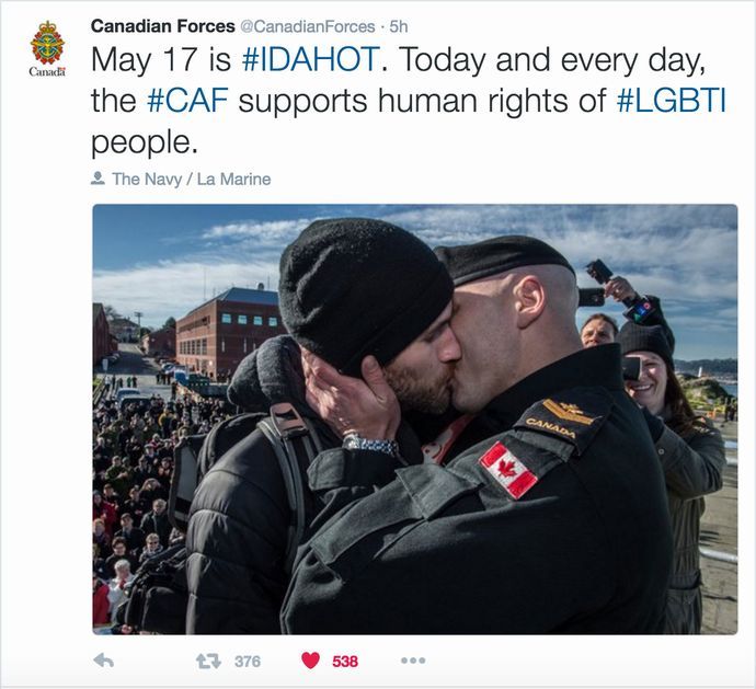 Canadian-Armed-Forces-Tweets-LGBT-kiss-IDAHOT