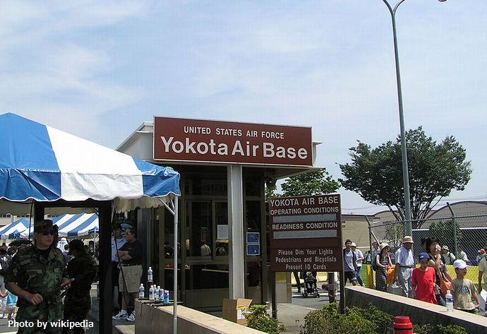 800px-US_Yokota_Air_Base_1_Tokyo_Japan