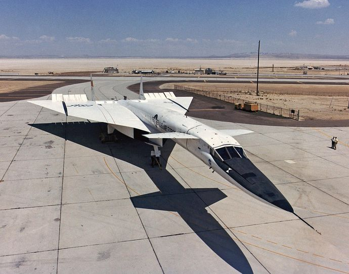 1280px-North_American_XB-70_on_ramp_ECN-1814