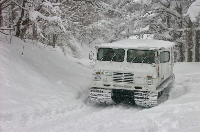 29_5i・八甲田演習(雪上車が経路を圧雪)_装備_43