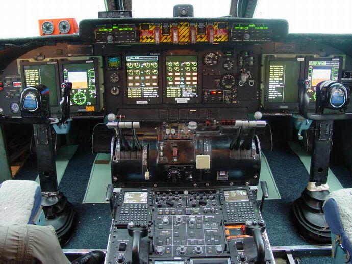 C-5M_Cockpit
