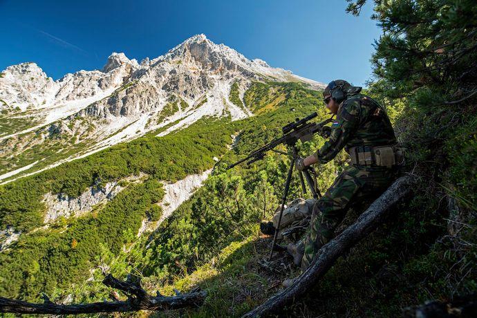NATO各国の狙撃兵がアルプス山岳地帯で訓練を実施…標高1000メートル以上の高地で技術を強化!