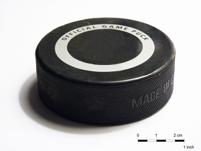 Ice_hockey_puck_-_2