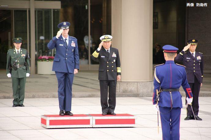 在日米軍のシュナイダー新司令官と制服組トップの河野統合幕僚長が会談…「日米同盟をより深化させる」!