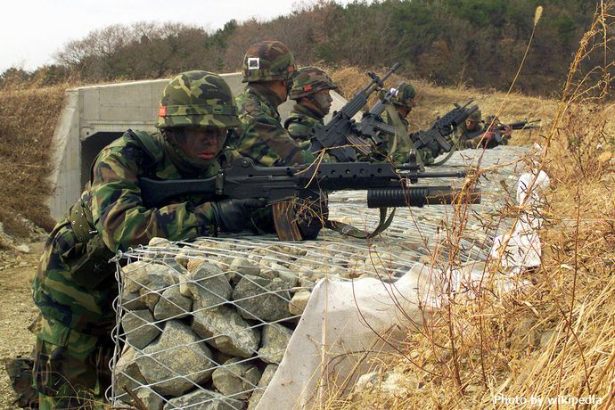 1280px-ROK_marines_with_K2_rifles_DM-SD-03-14422