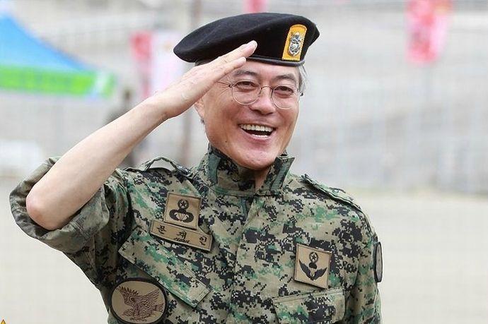 文大統領の公約実現へ、韓国軍兵士の月給引き上げ…現在は兵長が21万6000ウォン(約2万1300円)!