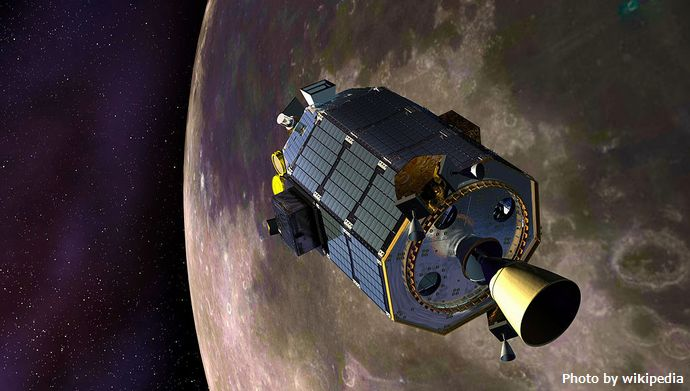 1024px-LADEE_in_moon_orbit