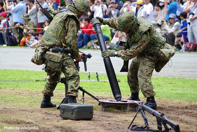 800px-JGSDF_L16_81mm_mortar_20120610-1