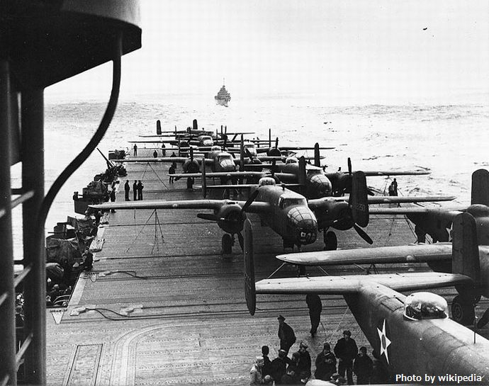 B-25_on_the_deck_of_USS_Hornet_during_Doolittle_Raid