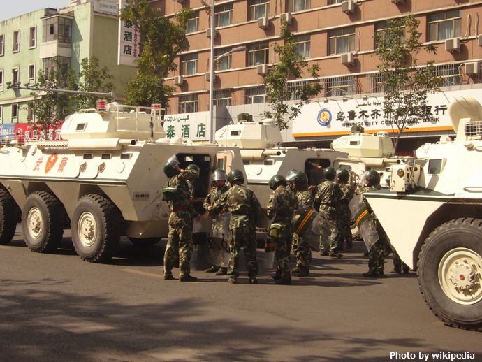 Armed_Police_armored_vehicles_in_Urumqi(2)