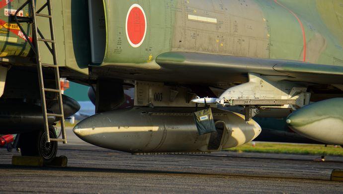 JASDF_RF-4EJ_LOROP_Pod_in_Hamamatsu_Air_Base_20140928