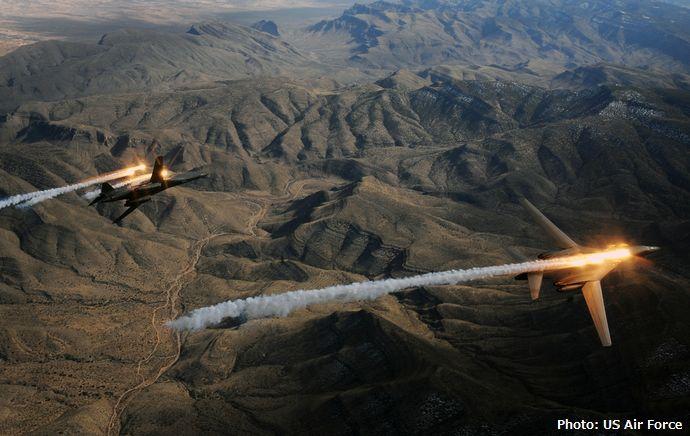 USAF_B-1_Lancers_deploying_countermeasures