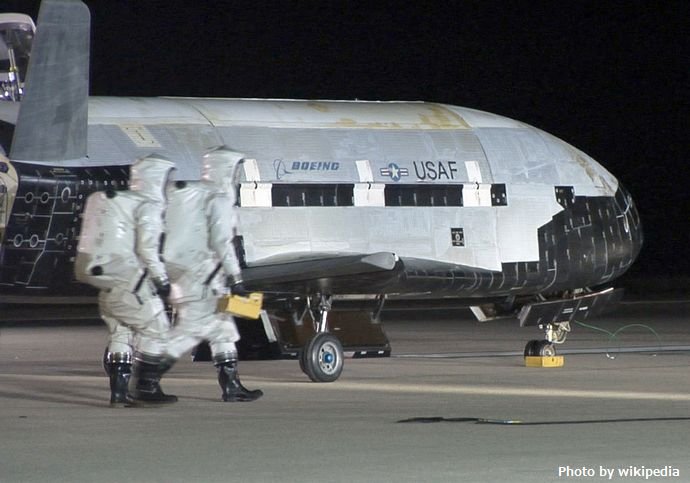 X-37B_orbital_test_vehicle_landing