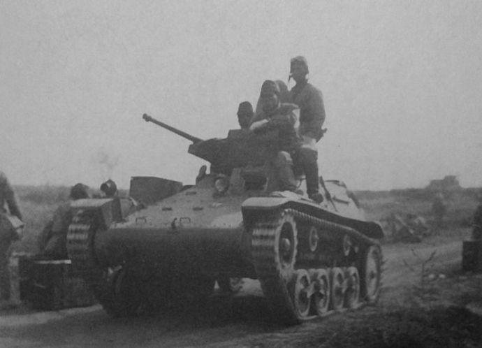 Type_97_light_armored_car_Te-Ke_02