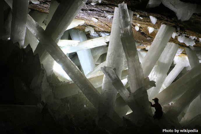 1024px-Cristales_cueva_de_Naica