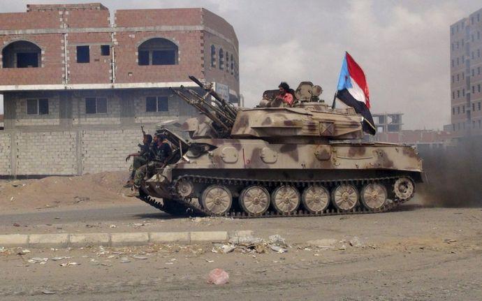 headlineImage.adapt.1460.high.yemen_aden_tank.1441408008896