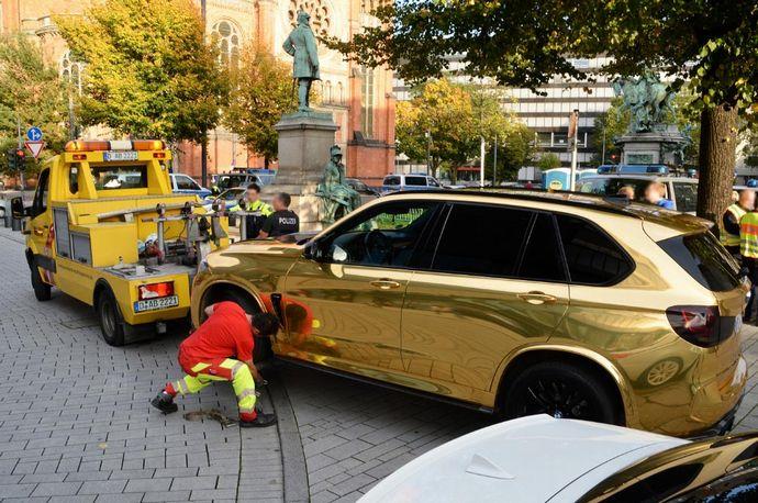 coche-dorado