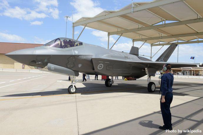 Royal_Australian_Air_Force_F-35_at_Luke_AFB_14_May_2015