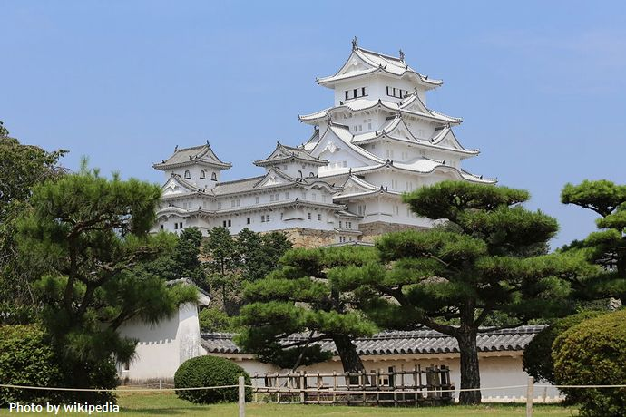 1024px-Himeji_Castle_Keep_Tower_after_restoration_2014