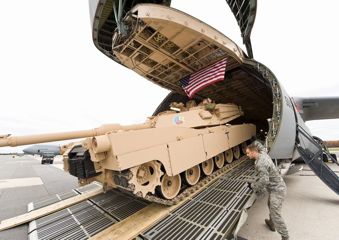 M1_Abrams_loaded_on_a_C-5_Galaxy