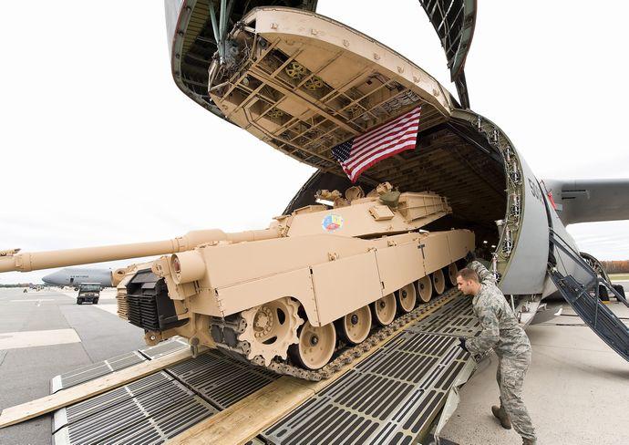 M1_Abrams_loaded_on_a_C-5_Galaxy
