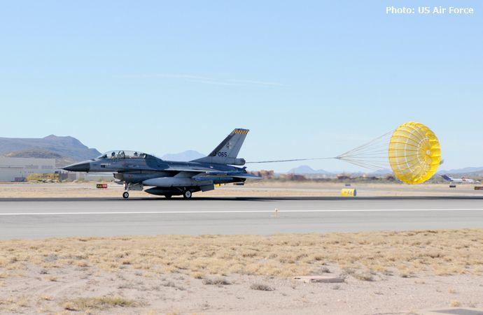 三沢飛行場で米軍のF-16戦闘機がオーバーラン、滑走路が一時閉鎖…三沢基地所属機!